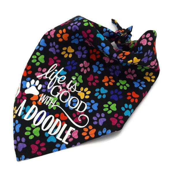 Bandana met gekleurde hondenpootjes